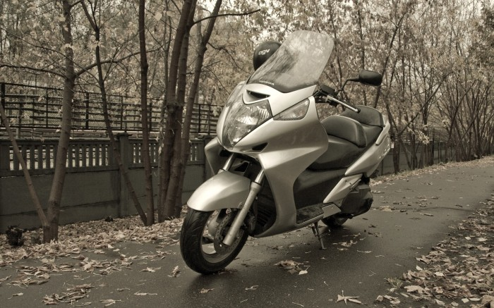 Honda Silver Wing 600 Wallpaper 1920 x 1200
