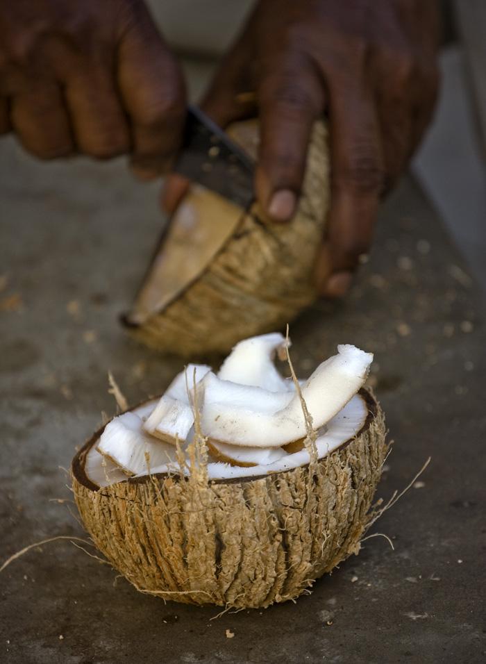 как открыть спелый кокосовый орех